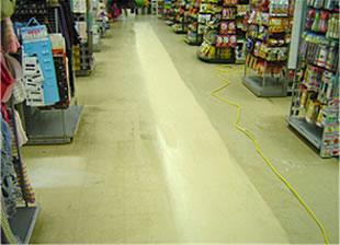 簡単なモップ拭きで、床がサラッと仕上がります。